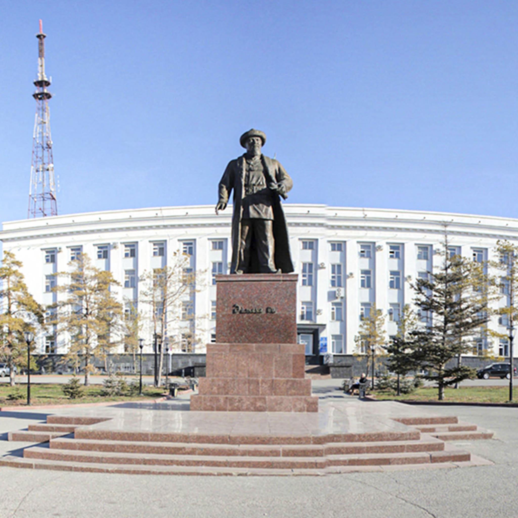 Памятник Айтеке би
