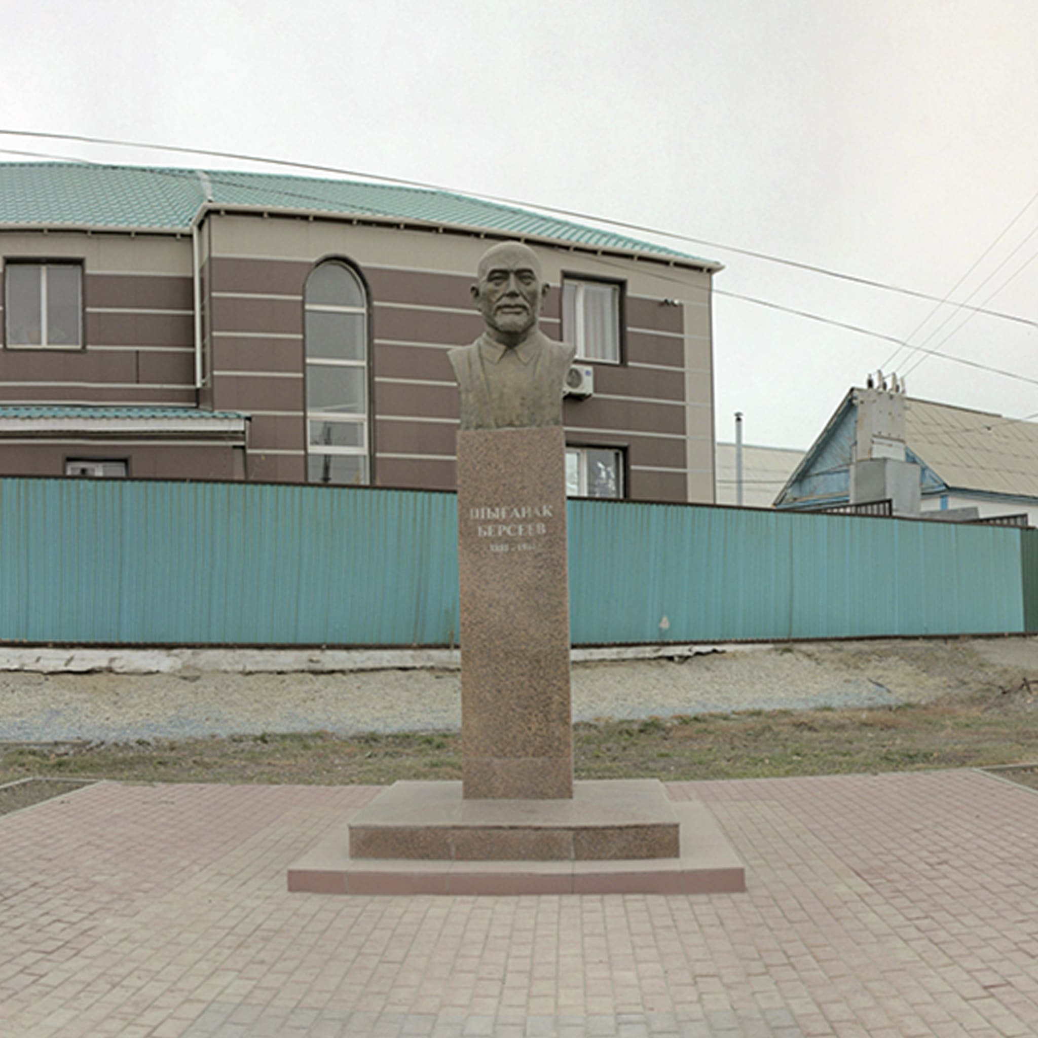 Памятник-бюст Ш.Берсиева